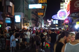 Khao San Road, Mecque des backpackers