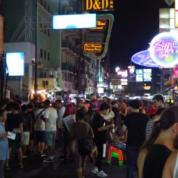 Khao San Road, Mecque des backpackers